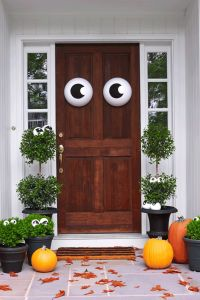 30+ Spooktacular Outdoor Halloween Decorations | Scary ...