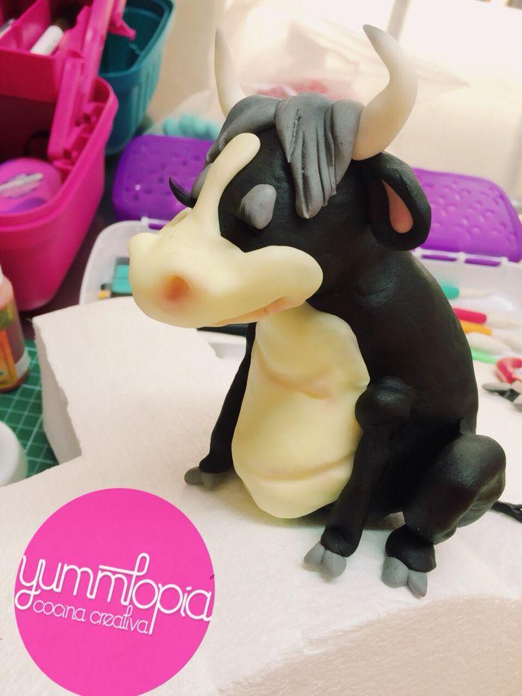 Ferdinand Bull Fondant Cake Yummtop 237 A Pinterest