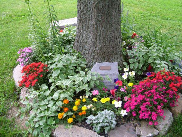 25 Best Ideas About Memorial Gardens On Pinterest Tree Seat