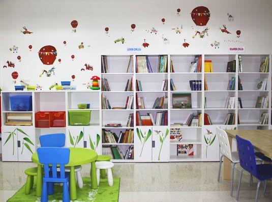 Biblioteca escolar con IKEA post el colegio pblico de