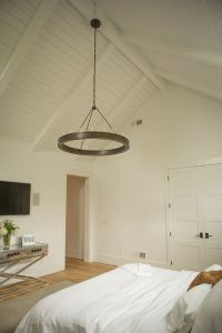 25+ Best Ideas about Vaulted Ceiling Bedroom on Pinterest ...
