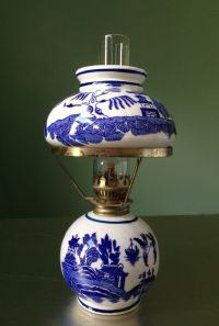 Vintage Blue Willow Kerosene Oil Lamp with Shade | Vintage ...