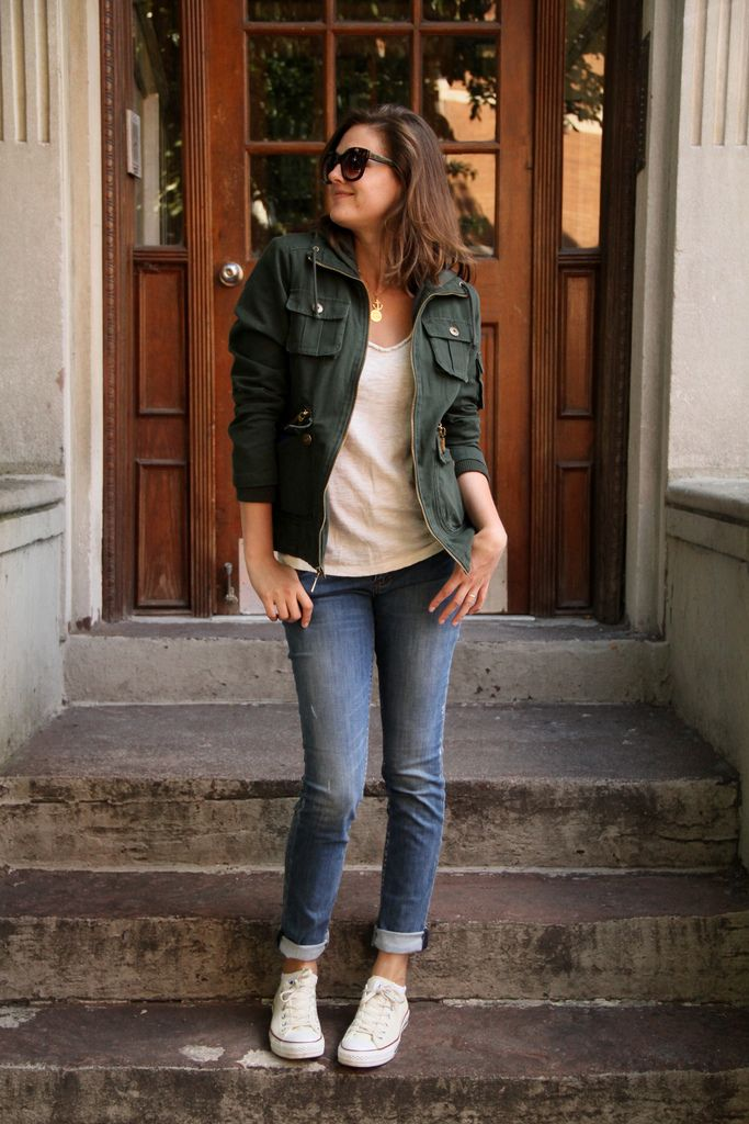cargo jacket with a tee and sneakers – i might change the jeans to wide leg