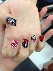 minnie mouse disney nail design