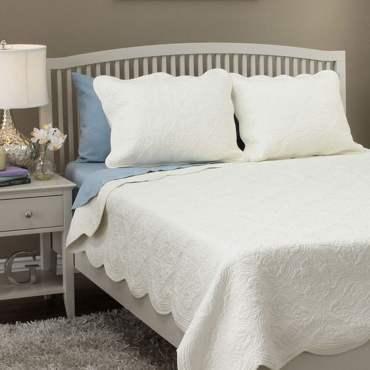 Blantyre Scalloped Edge Cotton 3 Piece Quilt Set Quilt