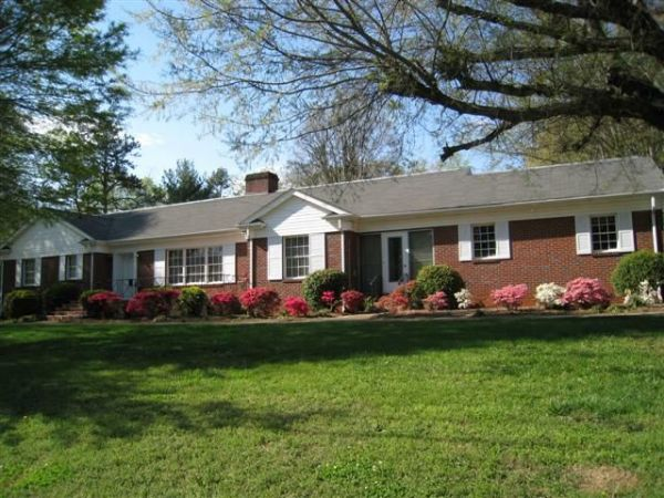 hickory nc brick ranch with basement