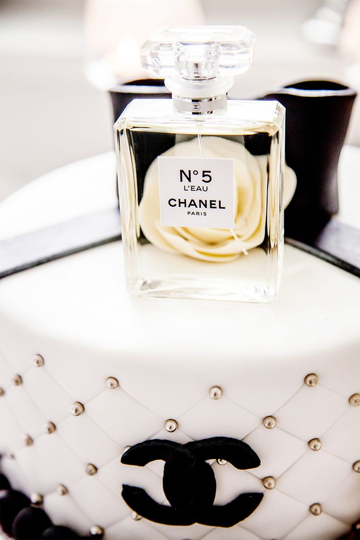 25 Best Ideas About Chanel Birthday Cake On Pinterest Chanel Cake Channel Cake And Chanel