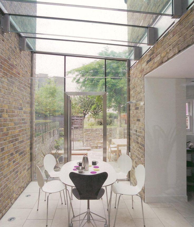 glazen transparante overkapping aanbouw tussen twee