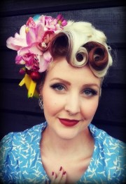 pin and tiki hair flowers 10