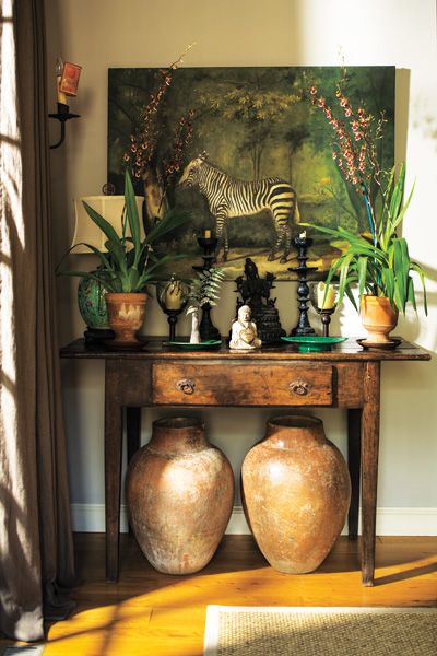 A cool mix of plants and artistic objects come to life in the home of Joanna and Bill Seitz