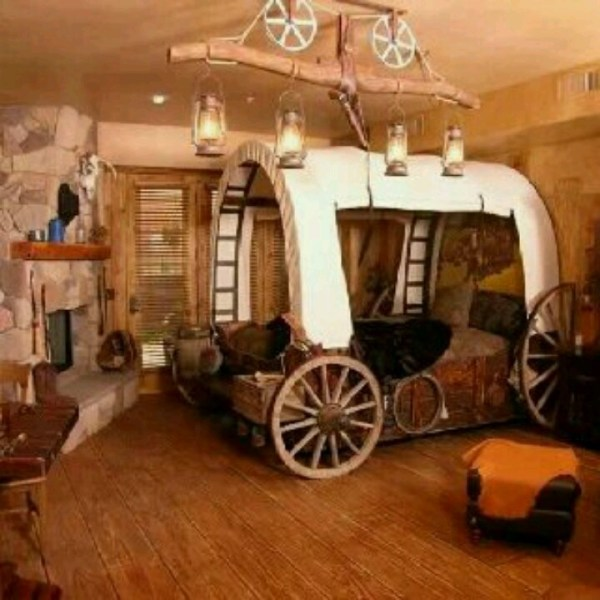 I would love this western themed room! Love the wagon bed