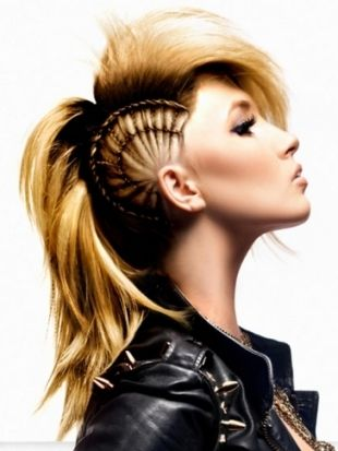25 Best Ideas About Girl Mohawk On Pinterest Pixie Mohawk Lady