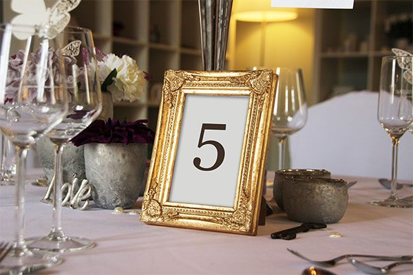 Tischnummern in goldenem Bilderrahmen   GOLD