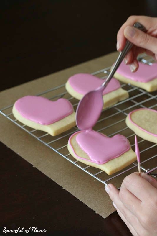 How to Decorate Cookies with Royal Icing ~ Tips and Techniques
