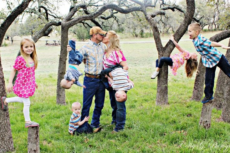 Large fun Family pics with 6 Children Family Portraits
