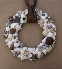 25+ best ideas about Seashell wreath on Pinterest