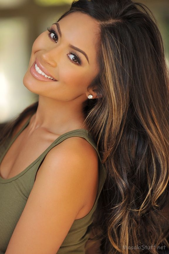 love the hair and makeup here. Dark brown hair with caramel-y highlights. Natura