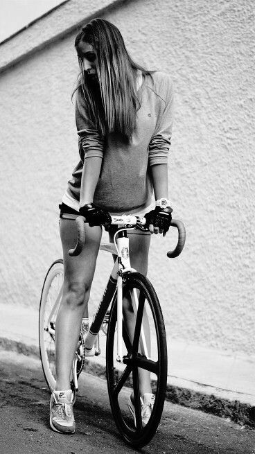 Girl Skateboards Wallpaper Hd 33 Best Images About Girls On Bianchi On Pinterest
