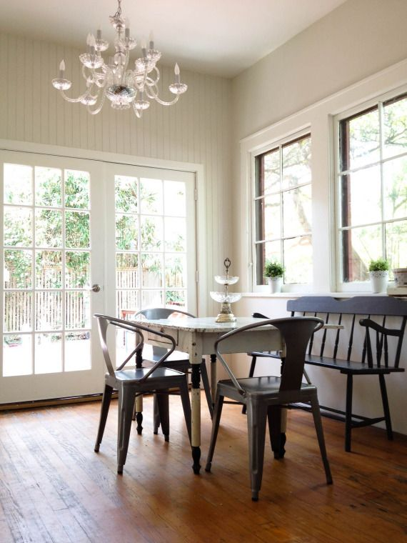 Benjamin Moore French Canvas for the walls Pratt and