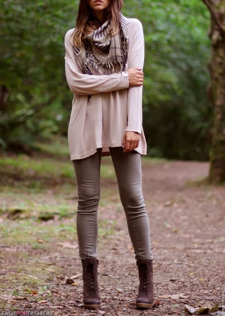 Brown Plaid Scarf, Light Colored Baggy Sweater, Light Gray Leggings, and Brown B