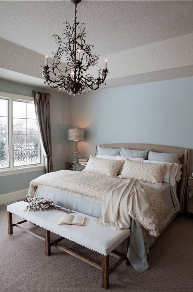 Benjamin Moore Gray Wisp  R. Cartwright Design. Heidi Zeiger Photography.