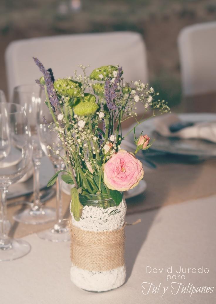 Tul y Tulipanes Centros de mesa con tarros de cristal