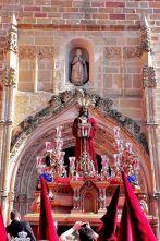 Ntro. Padre Jesús del Rescate saliendo de la parroquia de Santa María, momentazo de esta Semana Santa de Linares 2015