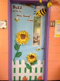 Kindergarten spring classroom door. | Room mom ideas ...