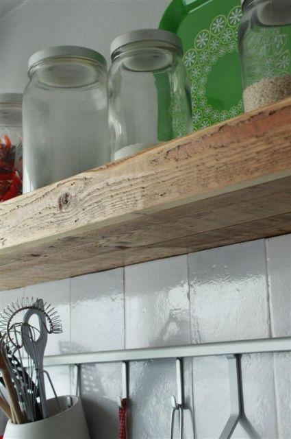 Zwevende planken  Van Oud Houtnl Idee om in de keuken en bij de tv dezelfde zwevende planken