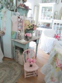 Love this chair!! | A Love For Shabby Chic | Pinterest ...