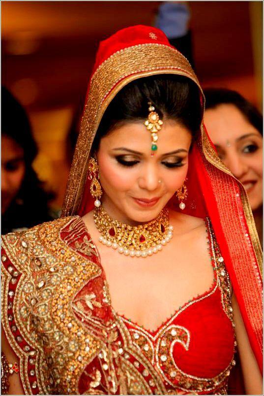 1000 Ideas About Indian Bride Dresses On Pinterest Sari