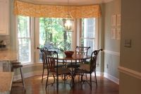 Box pleat valance in breakfast nook with bay window ...