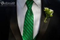 Kelly green wedding colors. Groomsmen tie. Photo by ...