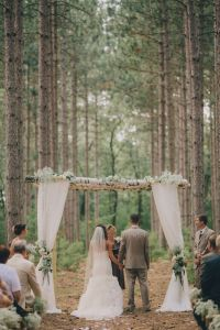 17 Best ideas about Rustic Wedding Venues 2017 on ...