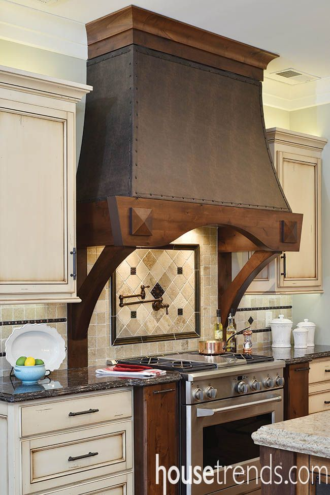 A custom leathertrimmed hood conceals the cooktop vent