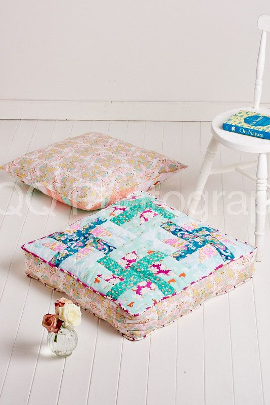 Comfy floor pillows to stitch with December 2015's issue