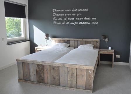 Nachtkastje open tafeltje met schapje van steigerhout