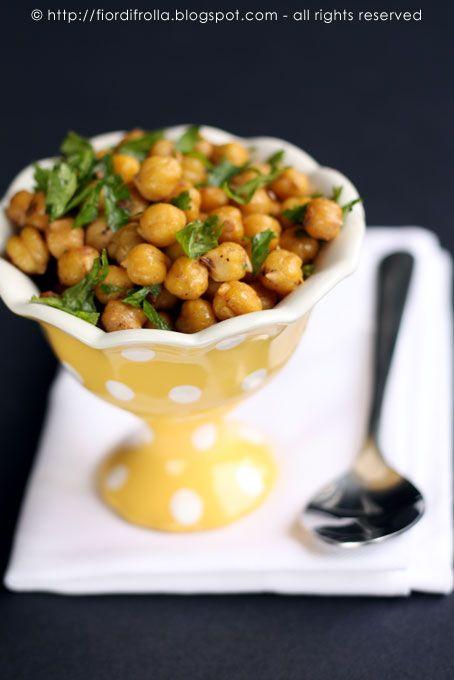 Insalata di ceci dalla cucina libanese con cumino succo di limone prezzemolo e cannella S
