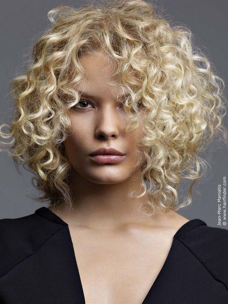 Die Besten 25 Lange Blonde Locken Ideen Auf Pinterest