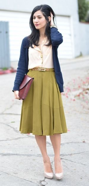 A vintage inspired look that works well for an inverted triangle whos going to t
