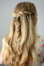 3 school hairstyles women's