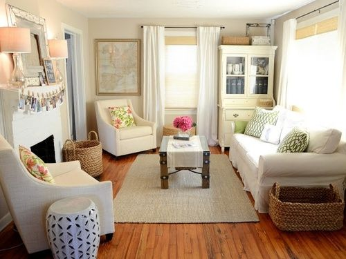 cozy living room – note cou