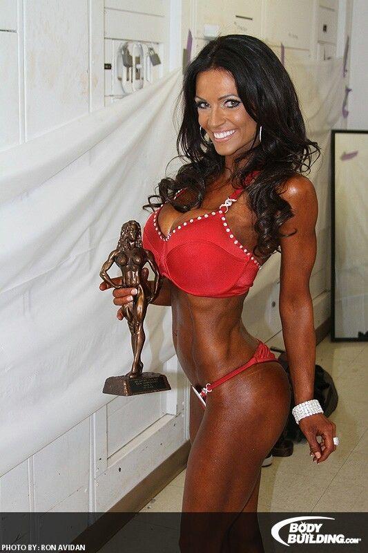 Denise Milani premiata per la categoria bikini fitness
