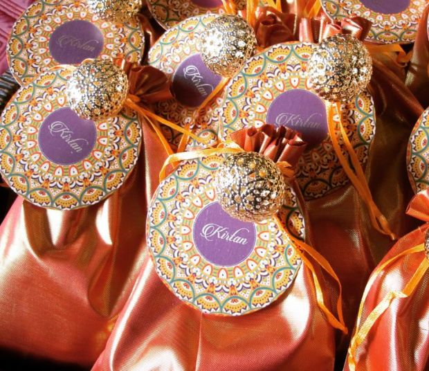 Wedding Gift Amounts: What You Should Know About Gift Giving Etiquette In India