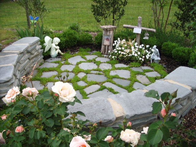 25 Best Ideas About Memorial Gardens On Pinterest Tree Seat