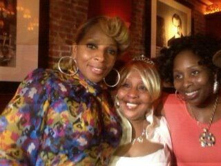 With her Mom Cora  older Sister Latonya  Mary J Blige  Pinterest  Mom and Sisters
