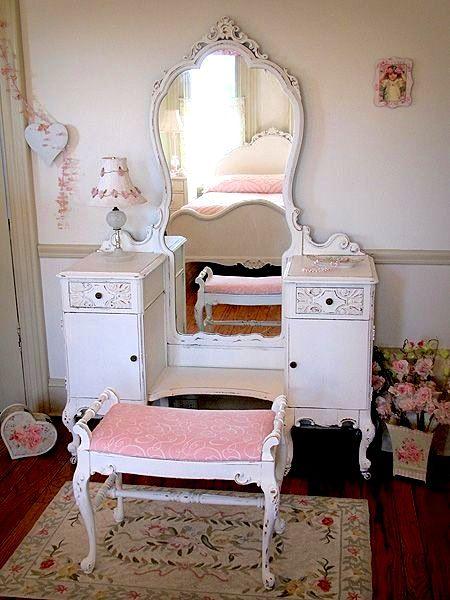 teen girls room dressing table ideas using vintage