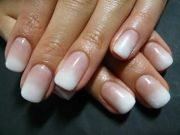 white and brown ombre nails paznokcie