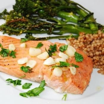 Lemon Garlic Salmon Recipe – ZipList I tried this last night and it was AMAZING!