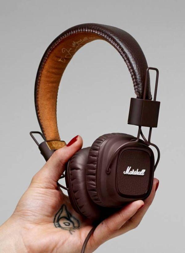 Marshall Headphone cool website Web Design Inspiration